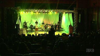 Femup: termina hoje o Festival de música e poesia de Paranavaí - Hoje a noite em as fases regional e nacional de música, declamação de poesia e participação especial da Banda Nômades.