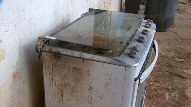 Explosão de botijão deixa sete pessoas feridas - Dono da casa tentava consertar o fogão quando ocorreu o acidente.