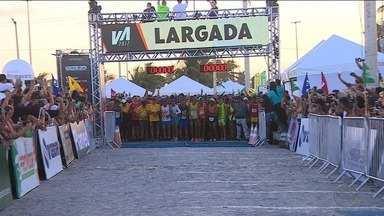 Volta de Aracaju reúne milhares de corredores na Orla da Atalaia - Volta de Aracaju reúne milhares de corredores na Orla da Atalaia.