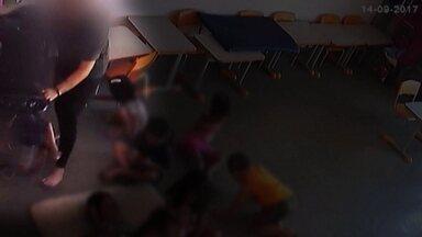 Casos de violência em creches preocupam famílias de todo o Brasil - Em Goiás, uma professora foi filmada pondo os alunos para dormir de um jeito truculento.