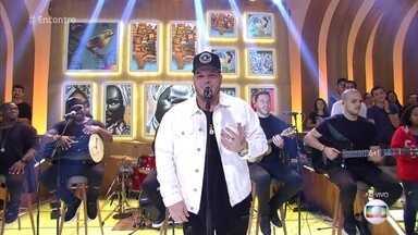 Ferrugem abre o programa de hoje com Samba - Confira a música 'Minha Namorada'