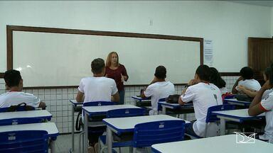 Alunos da rede municipal voltam às aulas em São Luís - Estudantes do Centro de Ensino Estado do Pará, no bairro Liberdade, retomaram nesta segunda-feira (20) as aulas no prédio da escola, que estava fechada para reforma.