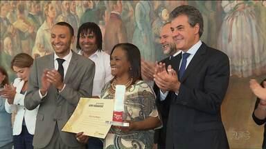No dia da Consciência Negra, governo do estado homenageia grupo de mulheres - O governador Beto Richa entregou o diploma de personalidade Afro-Paranaense a dez mulheres de diferentes áreas de atuação.