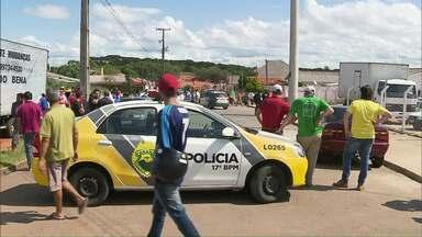Dono de loja de carros e dois clientes são mortos em assalto - O crime aconteceu na região metropolitana de Curitiba. Por enquanto ninguém foi preso.