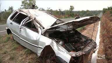 Acidente de carro termina em morte de criança na BR-230 - Uma criança de um ano de idade morreu e quatro pessoas ficaram feridas.