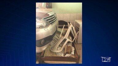 Carro perde controle e invade hotel em Santa Inês - Uma hóspede do hotel ficou gravemente ferida com o acidente.