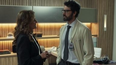 Samuel cede à chantagem de Sophia - Ele entrega os remédios para ela