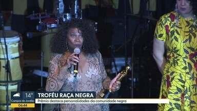Troféu Raça Negra premia professores, empresários e outros destaques - O prêmio é promovido pela faculdade Zumbi dos Palmares e pela ONG Afrobras
