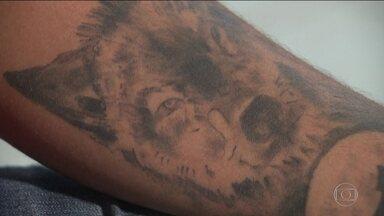 Tatuados são barrados em concursos públicos, embora STF proíba - Em Brasília, um candidato a um concurso para Marinha teve que entrar na Justiça para ser admitido.