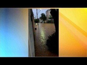 Chuva em Governador Valadares causa alagamento em vários pontos da cidade - Muro também foi derrubado com as chuvas.