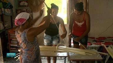 Artesanato tem ajudado a melhorar a renda de moradores da Comunidade Quilombola Jussara - Confira a terceira reportagem da série sobre Comunidades Quilombolas em Santana do Mundaú.