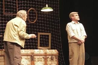 Comédia 'Aeroplanos' é atração gratuita do Theatro Vasques, em Mogi, nesta terça - Comédia propõe ao espectador uma delicada e divertida reflexão sobre a amizade. Haverá uma sessão às 15h e outra às 20h.