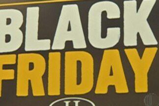 De olho nas compras: especialista dá dicas para aproveitar a Black Friday sem prejuízos - Especialista em consumo, Dori Boucault, orienta consumidores que querem fazer as compras na Black Friday, celebrada pelo comércio nesta sexta-feira (24). Ele diz quais cuidados tomar e como agir se houver a necessidade de troca de algum produto.