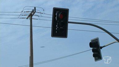 Semáforos apagados representam riscos de acidentes nas principais avenidas de Santarém - A Secretaria de Mobilidade e Trânsito (SMT) diz que os problemas são ocasionados pela chuva e quedas de energia elétrica.