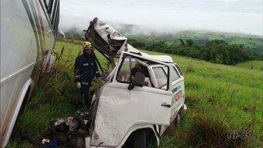 Motorista morre ao bater com ônibus em Ibaiti - Acidente foi na manhã desta quarta-feira (22).