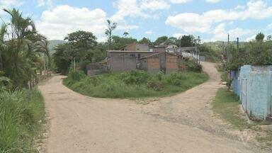 Em Itariri, moradores de um bairro afastado reclamam da falta de infraestrutura - O bairro é o Laranja Azeda e, segundo os moradores, falta posto médico, escola e mais.