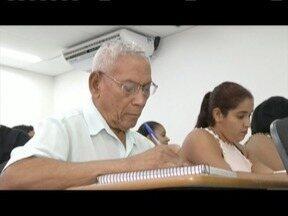 Nunca é tarde para aprender: Um senhor de 87 anos que está preste a se tornar um advogado - O aluno é um exemplo de dedicação e disciplina.