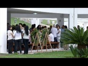 Corpo do vice-prefeito de Teófilo Otoni é enterrado - José Roberto morreu na manhã desta terça-feira.