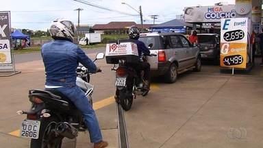 Polícia e Procon seguem fiscalizando postos para assegurar queda no preço do etanol - Diminuição do valor foi determinada pela Justiça.