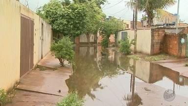 Chuvas dos últimos dias fazem estragos em Ribeirão e em Franca - Ruas e avenidas ficaram alagadas, e teve enchente até numa creche.