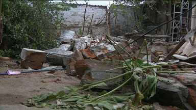 Defesa Civil faz alerta para cuidados com muros e marquises em Campina Grande - Alerta foi feito depois que um muro desabou e matou uma criança de apenas três anos