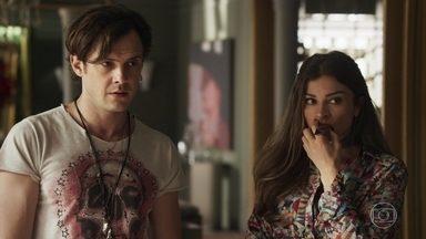 Sophia mente para Gael sobre Clara - A madame diz para o filho que a ex-mulher dele fugiu