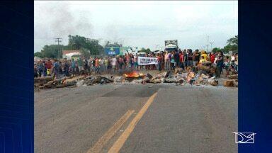 Moradores de Santa Luzia do Paruá interditam BR-316 no Maranhão - Principal motivo da manifestação é o atraso de cinco meses no pagamento dos salários dos funcionários contratados da Prefeitura.