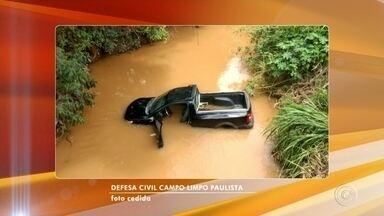 Motorista perde controle da direção e cai com carro em rio de Campo Limpo Paulista - O motorista de um carro perdeu o controle da direção e caiu no Rio Jundiaí, na tarde desta quarta-feira (22), em Campo Limpo Paulista (SP).