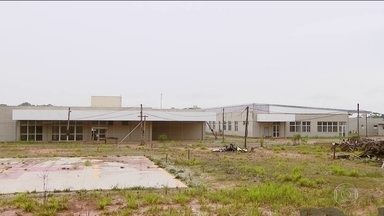 Hospital em Divinópolis (MG) tem construção parada há mais de 1 ano - O prédio onde deveria funcionar o único hospital público da cidade mineira custou quase R$ 50 milhões e agora está cheio de infiltrações.