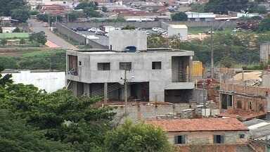 Moradores que não informaram sobre puxadinhos vão pagar multa no IPTU, em Goiânia - Controle sobre as construções extras começou a ser feita no ano passado.