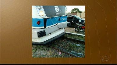 Trem bate na traseira de carro em passagem de nível em Santa Rita - Moradores estão preocupados com os constantes acidentes no local.