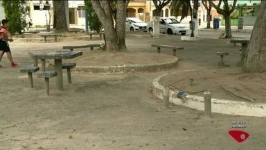 Prefeitura não cumpre promessa de consertar praças de Linhares, ES - Prazo era de 90 dias, mas não foi cumprido.