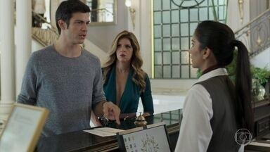 Maria Pia acompanha Eric ao Carioca Palace - Eric pede que a amiga o deixe conversar a sós com Douglas e ela vai embora para a empresa