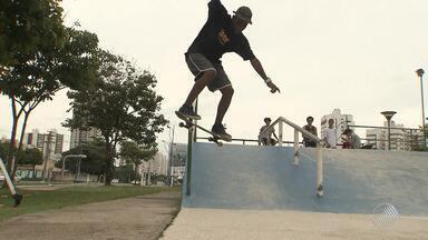 """'Bahia Street Art Festival': conheça o ex-vendedor de amendoim que se tornou atleta - Confira os detalhes do skate no """"Bahia Street Art Festival""""."""