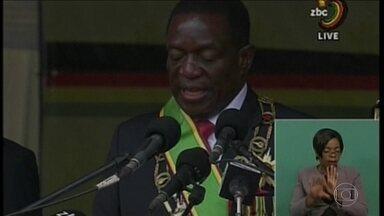 Zimbábue tem novo presidente após 4 décadas sob o comando de Mugabe - Mnangagwa assume, prega união e chama Mugabe de 'pai da nação'. Conhecido por Crocodilo, presidente foi saudado por 60 mil zimbabuanos.