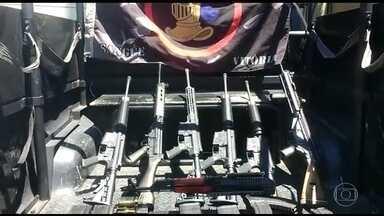 Favela do Caju, na Zona Portuária do Rio tem tiroteio com sete mortos - Segundo a PM, os mortos estavam com 14 fuzis, quatro granadas, carregadores e munição; 11 suspeitos foram presos.