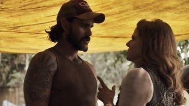 Sophia impõe limites a Mariano - Garimpeiro desafia e seduz a vilã