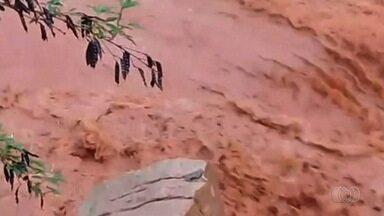 Lama de obra afeta captação de água em Novo Gama - Imagens foram feitas pelo gerente da Saneago, Valdemir Guedes.