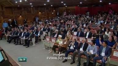 Encontro de prefeitos no Recife debate crise econômica - Participam representantes de todo o Brasil