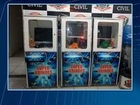 Máquinas suspeitas de caça-níqueis são apreendidas em Dracena - Operação teve início na última sexta-feira (24).