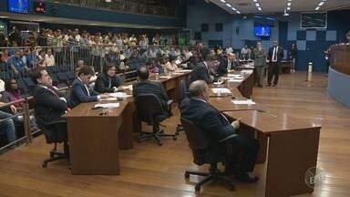 Câmara de Campinas aprova projeto de lei que regulamenta transporte por aplicativos - Foram 23 votos favoráveis e cinco contrários ao texto, que recebeu três emendas nesta segunda-feira.