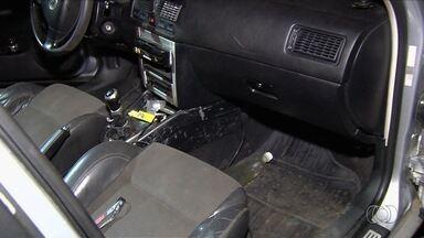 Homem é preso suspeito de deixar filho em carro para fumar maconha, em Aparecida - Menino foi localizado brincando com canivete dentro do veículo. Pai assumiu à PRF que tinha saído para usar drogas.