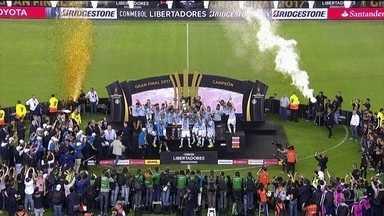 Grêmio é campeão da Copa Libertadores da América - O time venceu o Lanús na Argentina e conquistou o terceiro título continental.