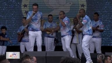 Escolas desfilam na Fábrica do Samba para lançamento de CD com sambas enredos de 2018 - No dia do Samba, 34 escolas do Grupo Especial e do Acesso estão reunidas para o lançamento do CD com os sambas enredos do Carnaval 2018.