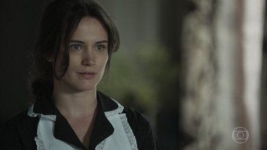 Clara despista Fabiana - A dondoca fica de queixo caído com o conhecimento da jovem. Clara se lembra dos ensinamentos de Beatriz