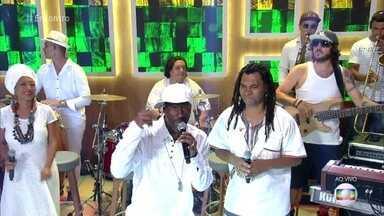 Pato Banton e Afrodizia cantam 'Pé na Estrada, Fé na Vida' - Cantor inglês de reggae veio ao Brasil para o lançamento do álbum da banda