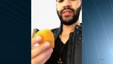 Gusttavo Lima grava vídeo reclamando do preço da coxinha em aeroporto, e post bomba na web - Repórter Fábio Castro fez um giro nas lanchonetes de Goiânia e constatou que o salgado é vendido bem mais barato na rua.