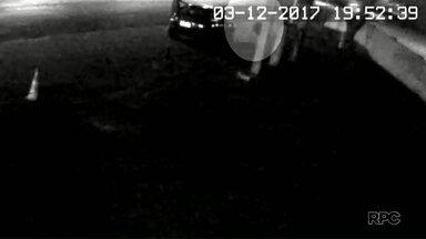 Imagens do posto de gasolina onde jovem pegou carona com cobrador de ônibus são divulgadas - Ela foi encontrada morta essa semana. O caso aconteceu em Paranavaí.