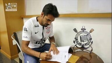 Corinthians anuncia a contratação do atacante Junior Dutra, que jogava no Avaí - Corinthians anuncia a contratação do atacante Junior Dutra, que jogava no Avaí