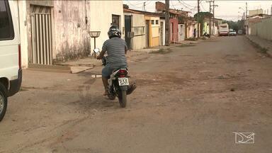 Moradores em residencial em São Luís reclamam de falta de infraestrutura - Dificuldade de acesso e transporte público é um dos problemas vivenciados pelos moradores do Residencial 500 Anos, na capital.